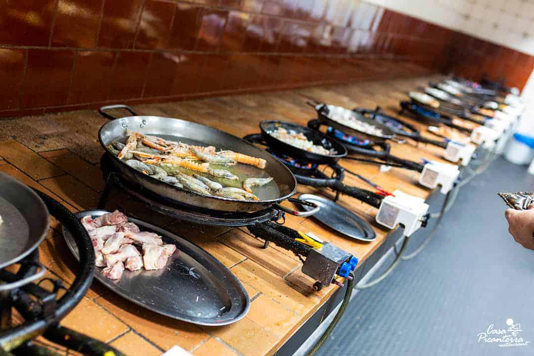 Preparación paellas - Restaurante Casa Picanterra